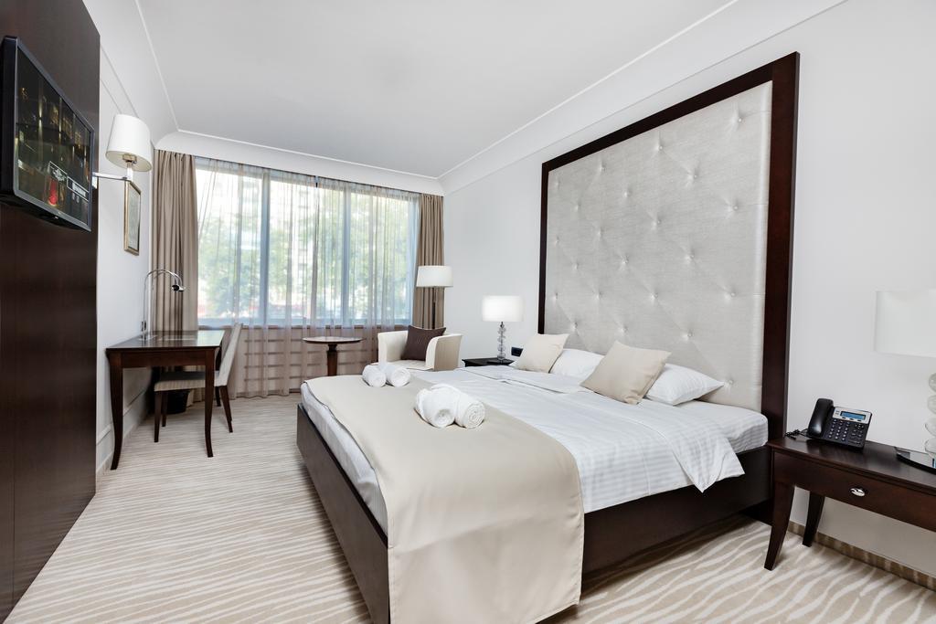 4 Hotel Ami